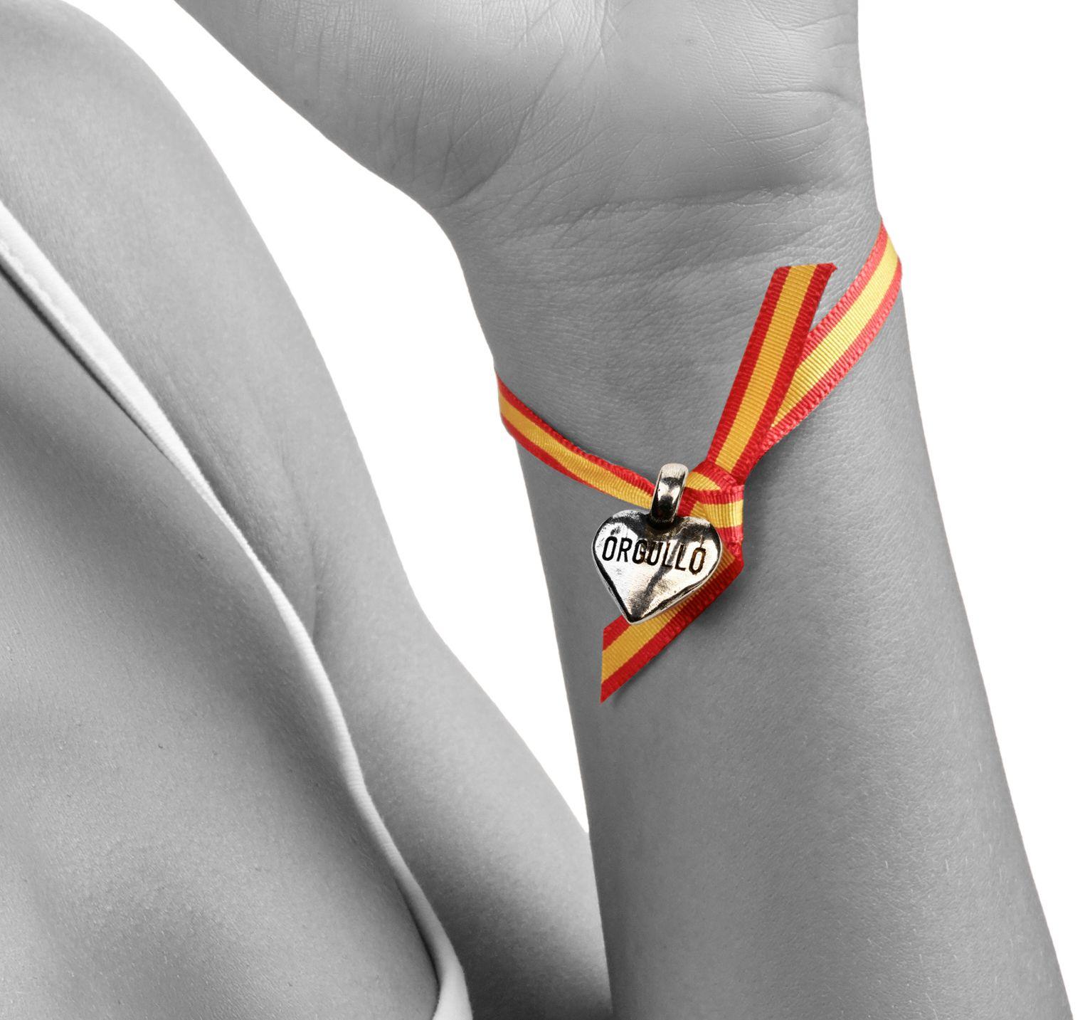 Lazo de España con corazón